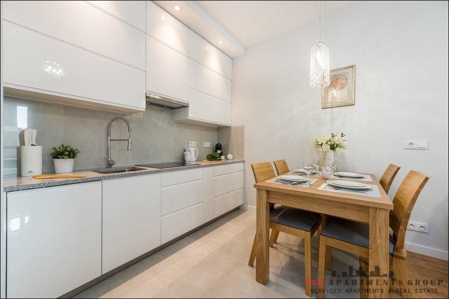 s odowiec warsaw skyline wohnung mit klimaanlage in der. Black Bedroom Furniture Sets. Home Design Ideas